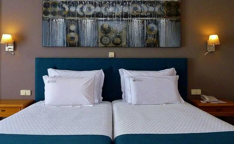 Hotel Belavista - scroll-03_25666385790_o.jpg