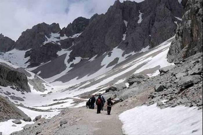 Exploring the alpine zone above Fuente De (Andrew Cleave)