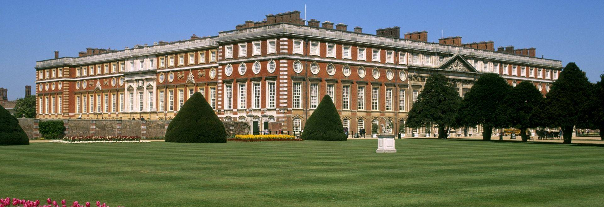 England, Richmond-Upon-Thames, Hampton Court Palace and grounds
