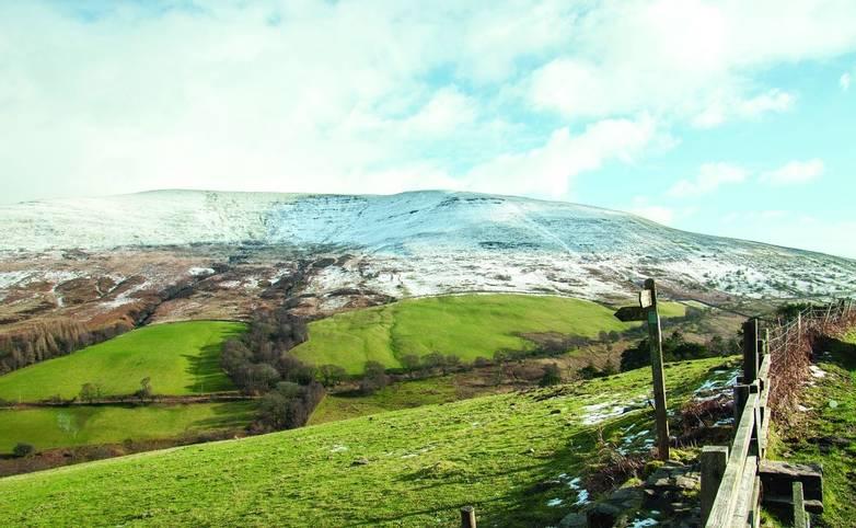 Brecon beacons roadside scenery in the winter.