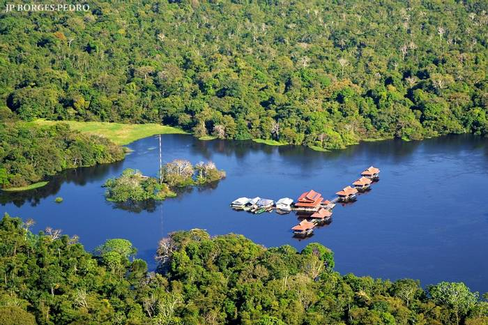 Uakari Floating Lodge