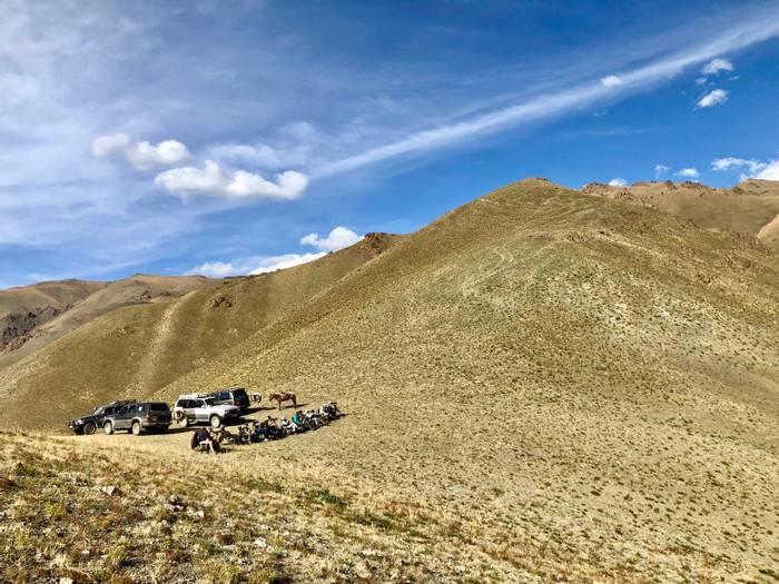 Mountain pass viewpoint (Adam Dudley).jpg