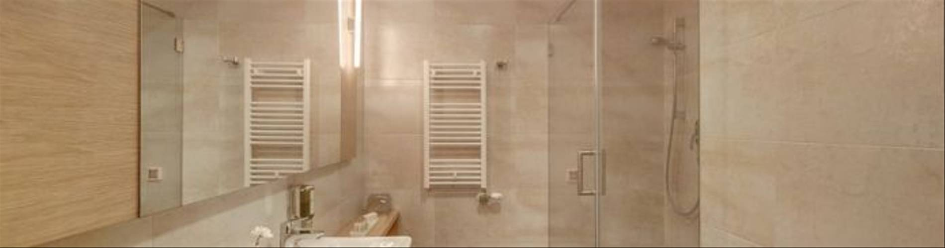 HotelResidence_DIOKLECIJAN_room-wc-interier-shower_2048px_5D3A2508-695x409.jpg