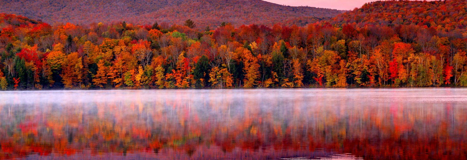 Early morning autumn light near Killington, Vermont. Photo taken on a calm tranquil colorful morning during the peak autumn …