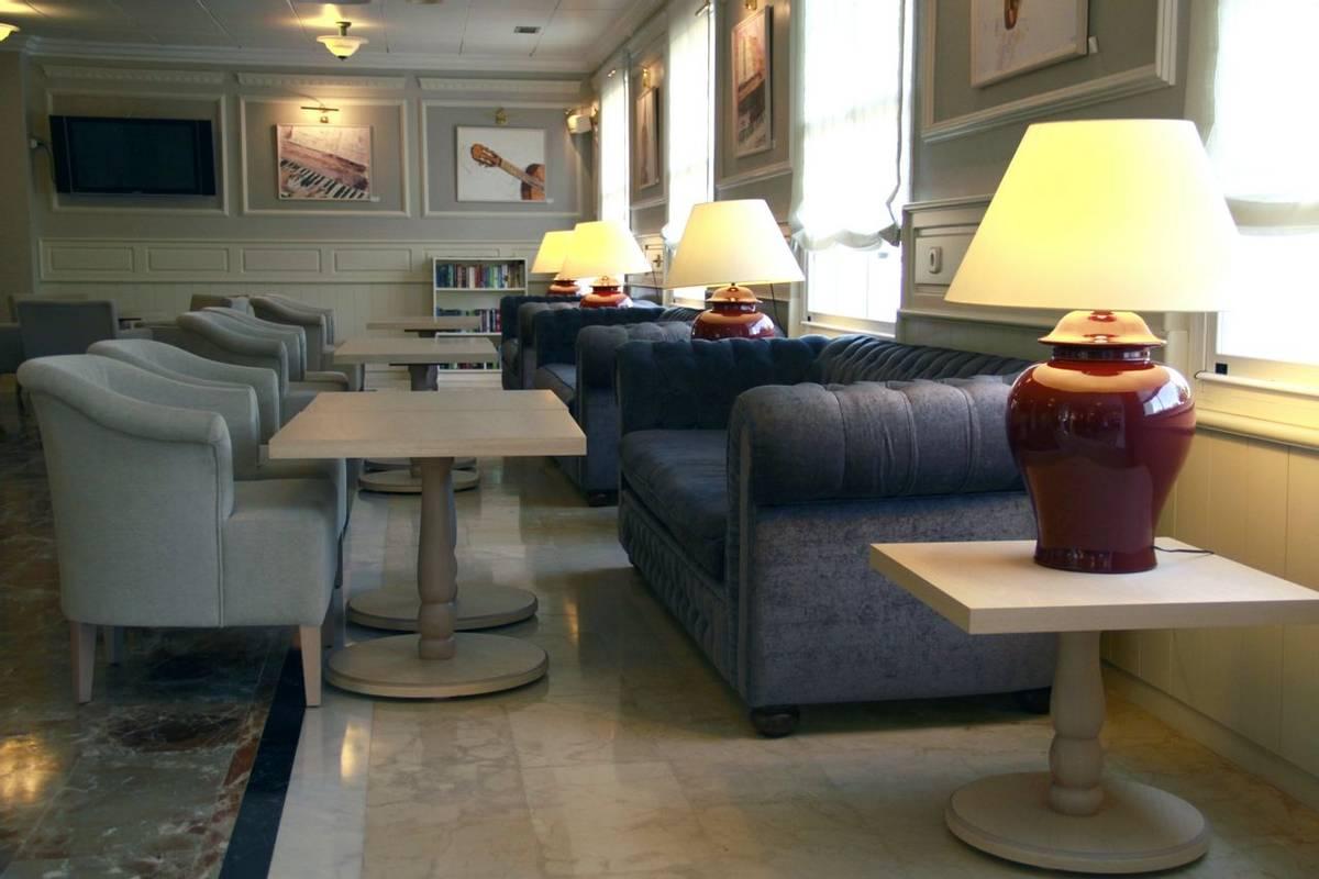 Spain - Menorca - Hotel Port Mahon - piano bar.JPG