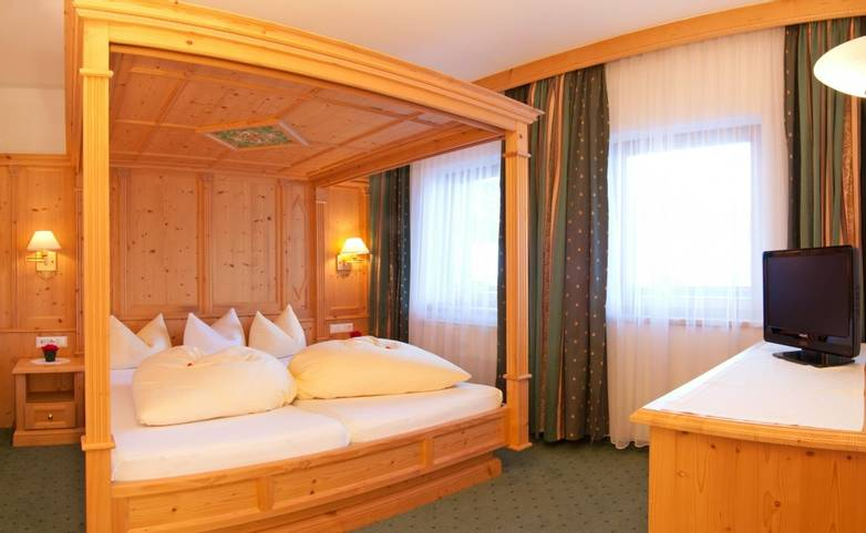 Austria - Neustift - Stubai Alps - Hotel Sonnhof - Room.jpg