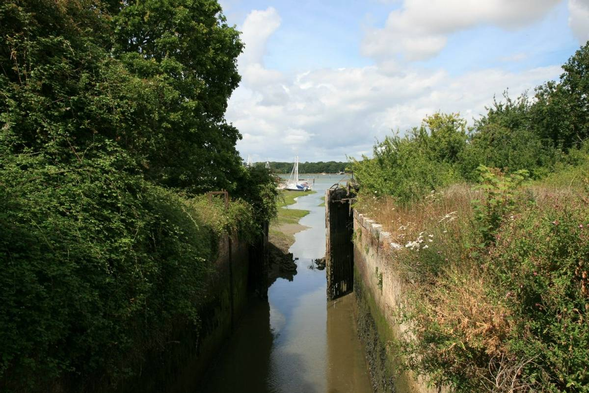 Saltern Sea Lock - Chichester Canal.JPG