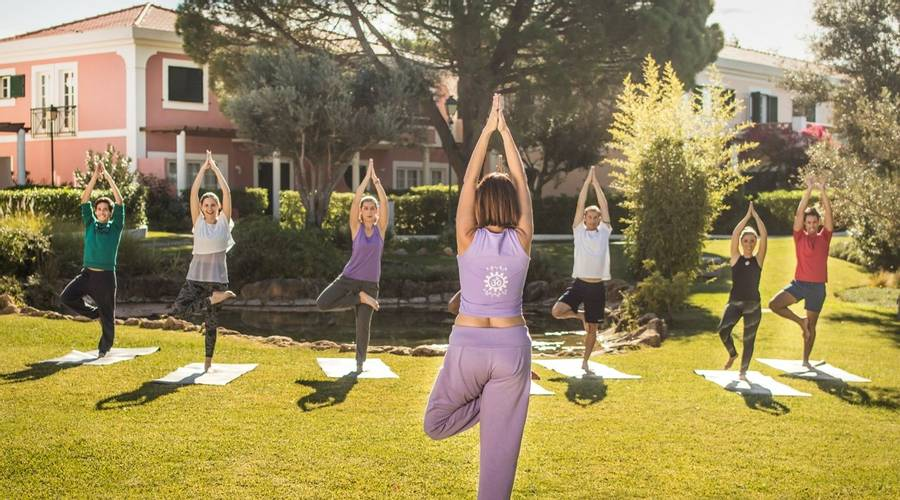Top 5 des stages de yoga abordables au Portugal