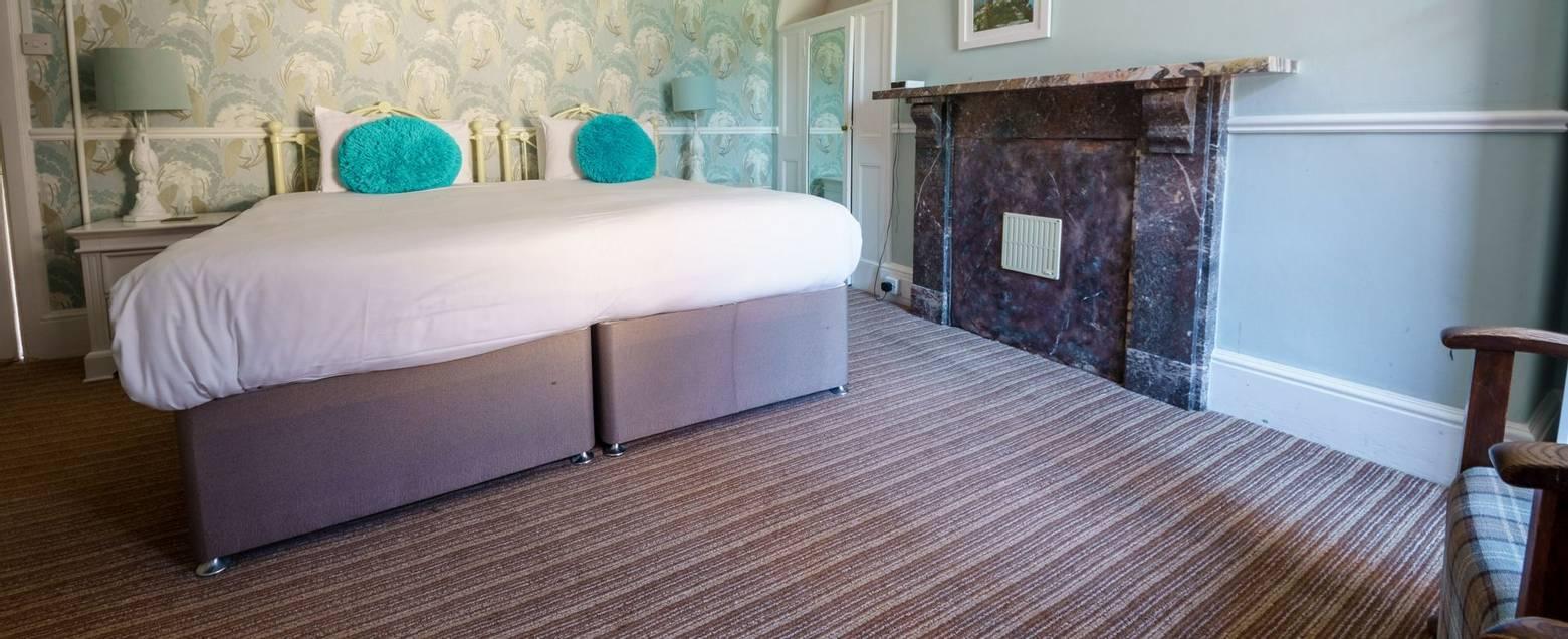10684_0128 Holnicote House - Room 13