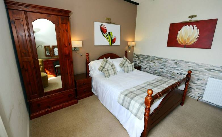 Ardlui Hotel Bedroo  Ardlui - - West Highland Way -  Hotel Website Photo
