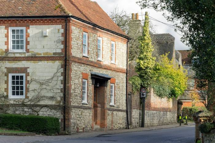 Selborne,-Hampshire,-UK-shutterstock_1048137787.jpg