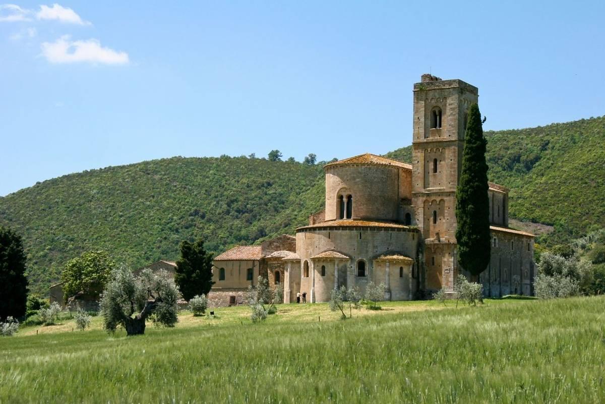 Italy - Tuscany - San Quirico  - AdobeStock_22204127.jpeg
