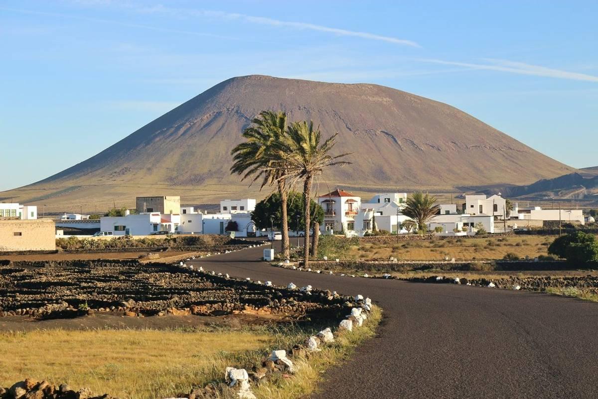 Spain_Lanzarote_AdobeStock_107266247.jpeg