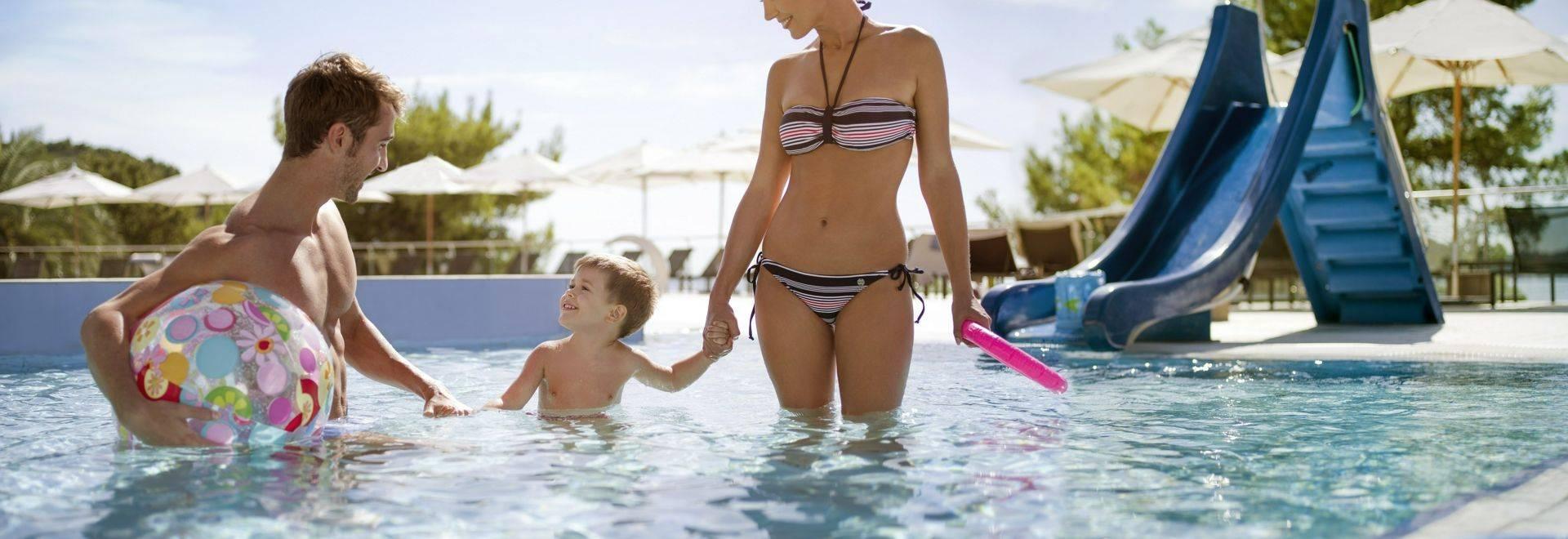 Sun-Gardens-kids-pool.jpg