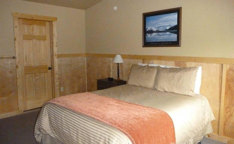 Alaska - McKinley Creekside Cabins - A1Q Bed 2012.JPG