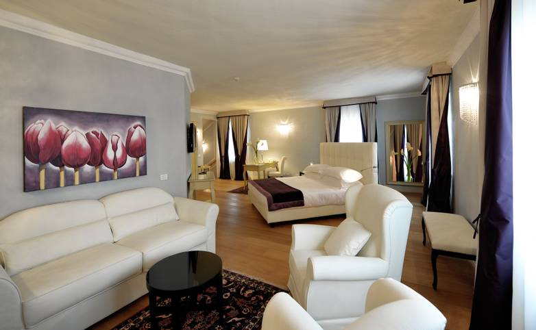 Palazzo San Lorenzo Hotel & Spa - Romantic Suite salottino.jpg