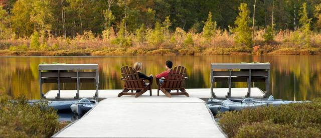 lodge-at-woodloch-CoupleChairs1_HiRes.jpg
