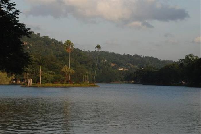 Kandy Lake (Thomas Mills)