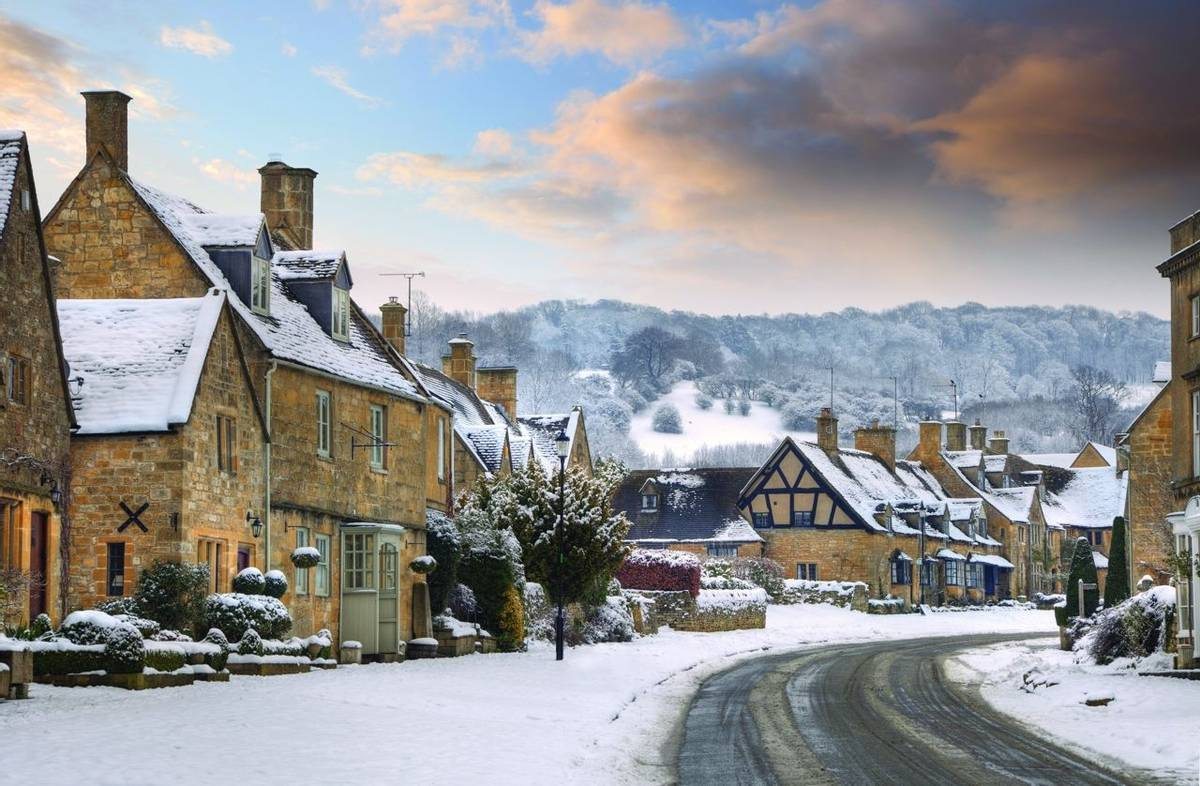 Cotswold village of Broadway in snow, Worcestershire, England