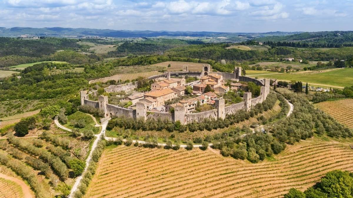 Chianti - Monteriggioni -AdobeStock_151363722.jpeg
