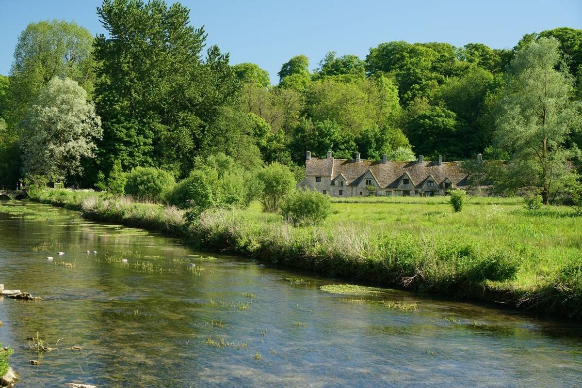 Cotswolds_Bibury_River_Coln_AdobeStock_158240335.jpeg