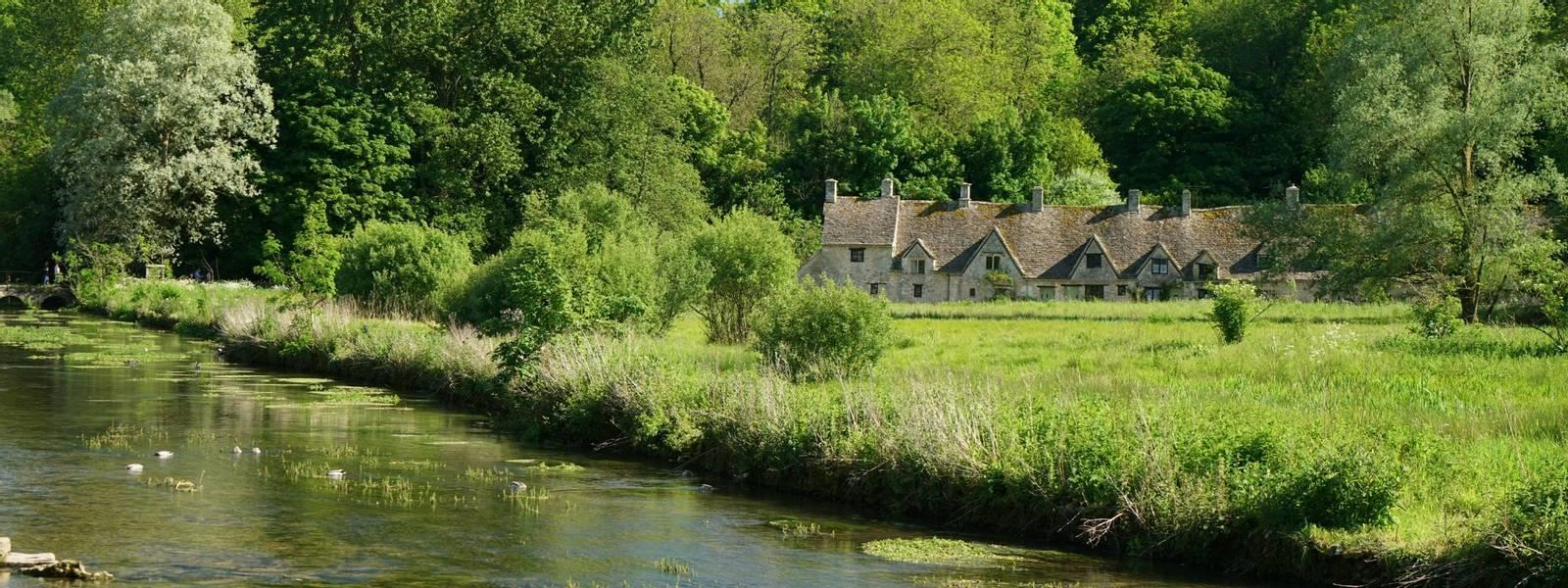 Cotswolds_Bibury_River_Coln_AdobeStock_158240335.jpeg