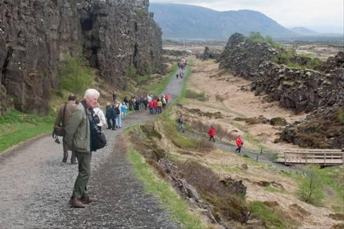 A stroll at Thingvellir (Alan Bevis)