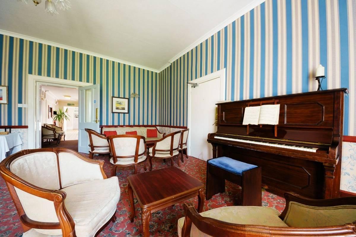 10684_0160 Holnicote House - Small Lounge
