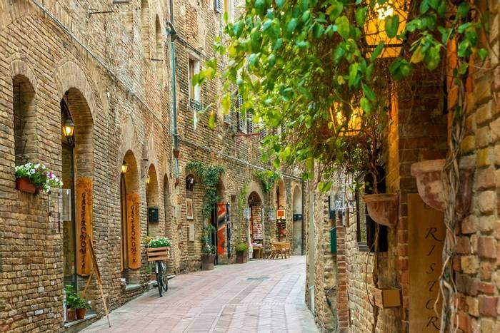 San Gimignano, Tuscany, Italy shutterstock_420119131.jpg