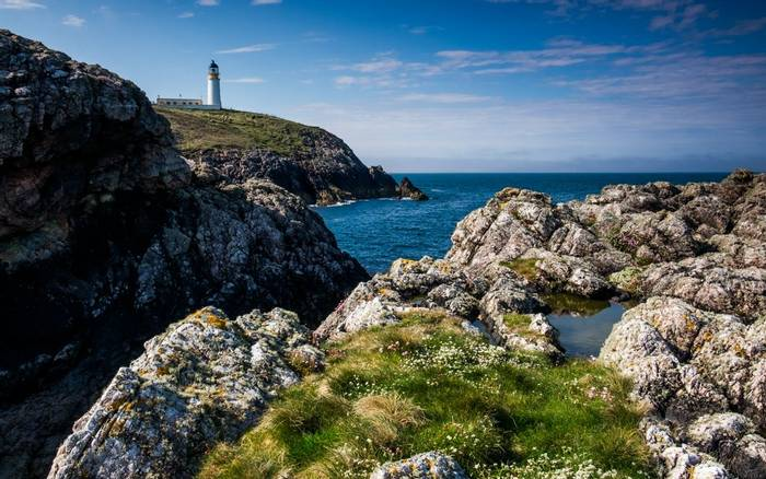 Lighthouse at Tiumpan Head, Scotland shutterstock_517234954.jpg