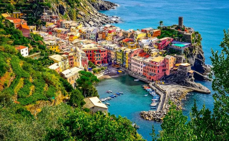 Scenic aerial view of ocean and harbor in colorful village Vernazza, Cinque Terre