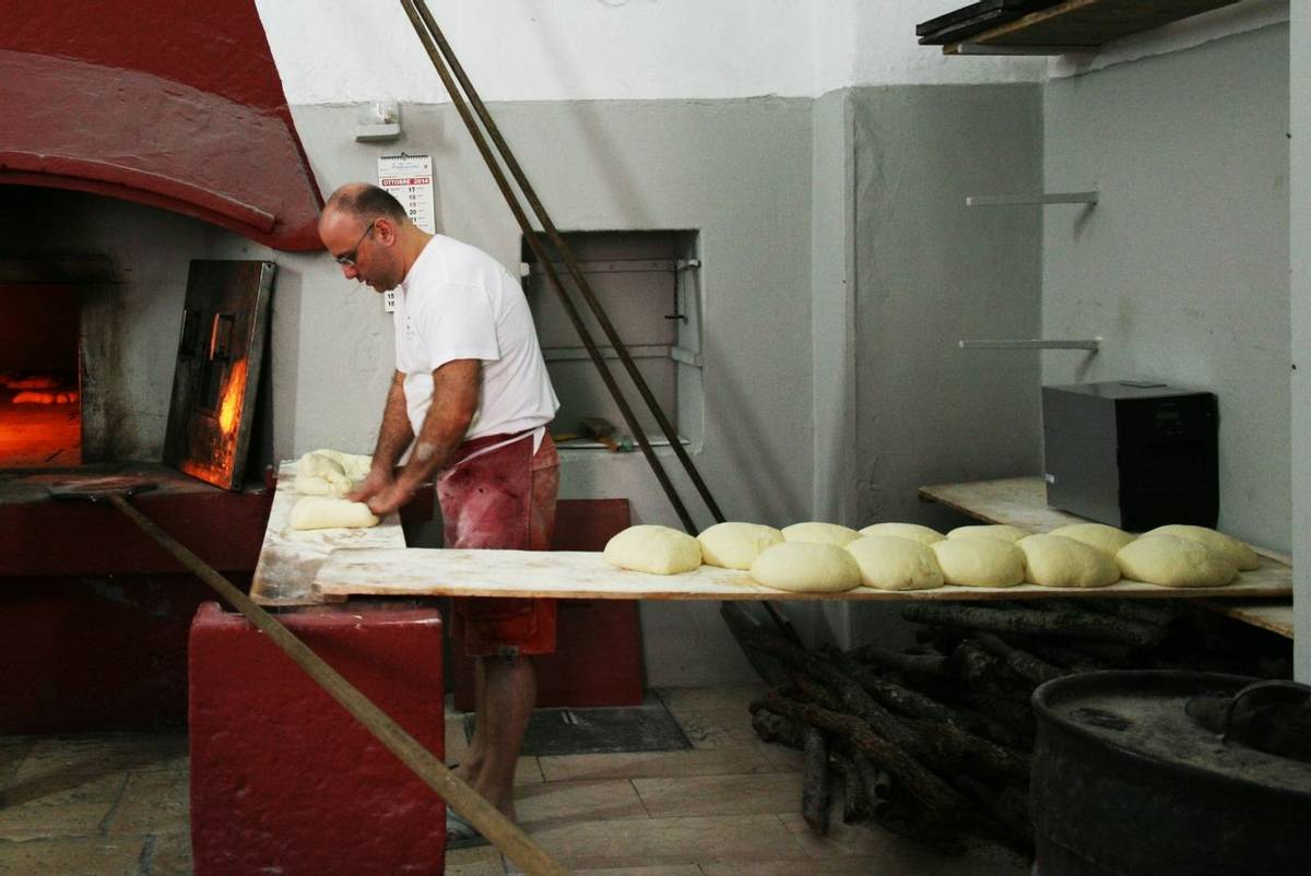 Italy - Bakery - Making Bread.jpg