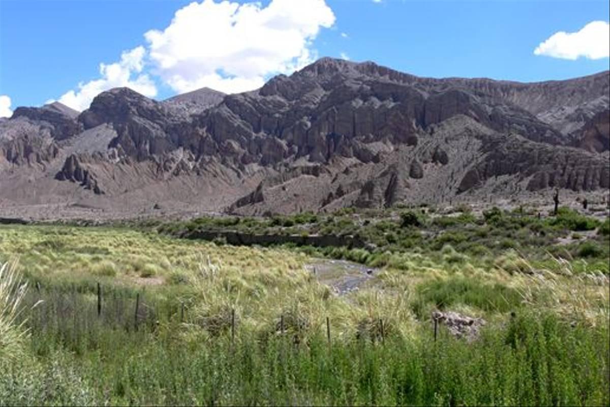 Moutain valley (John Caddick)