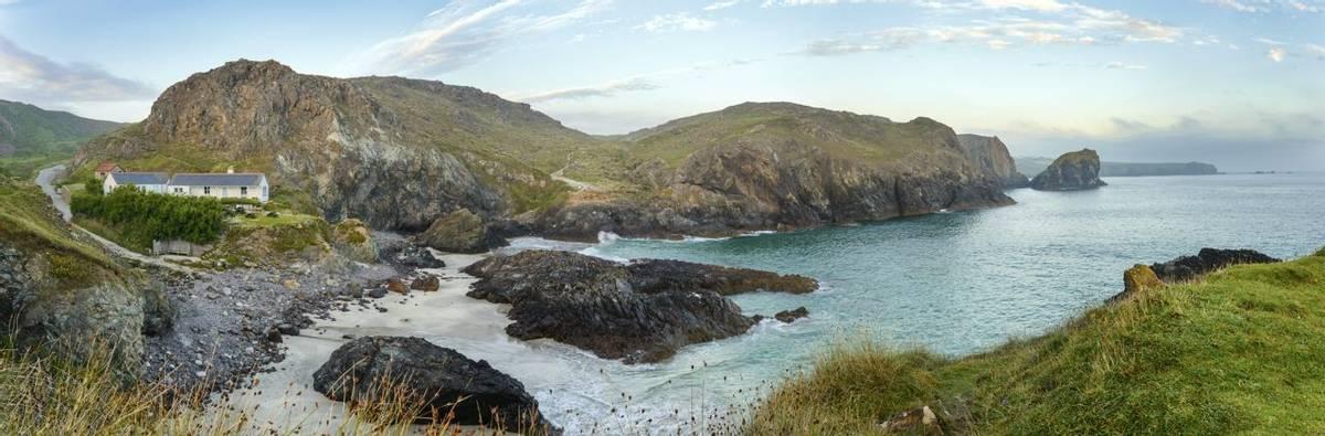 Kynance Cove, Lizard Peninsular In Cornwall Shutterstock 152902622