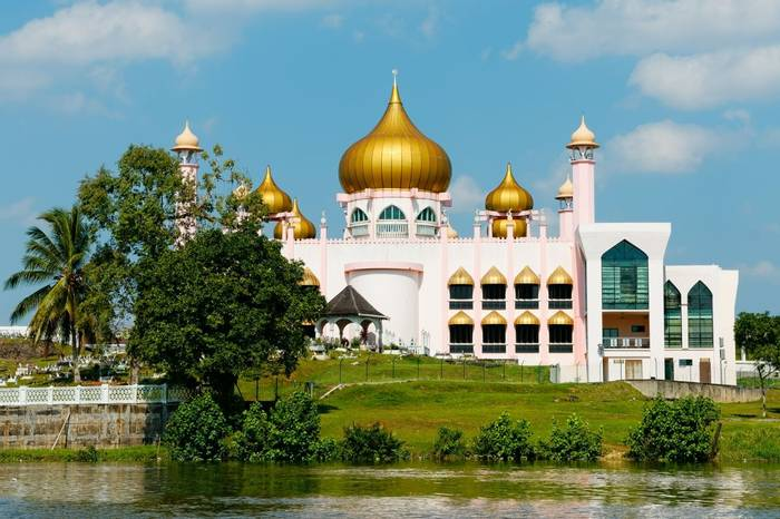 Pink Mosque, Kuching City, Borneo shutterstock_330760493.jpg