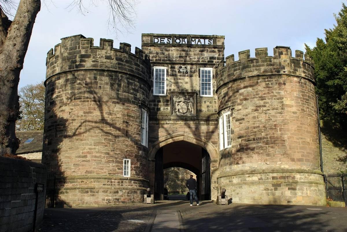 Skipton_Castle_Yorkshire_Dales_AdobeStock_181693958.jpeg