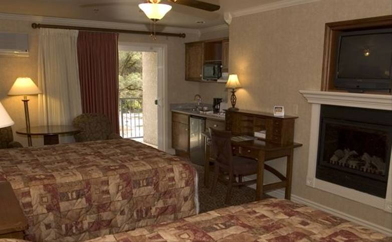 Yosemite & Grand Canyon - Yosemite View Lodge - YVL-Deluxe-Two-Queen[1].jpg