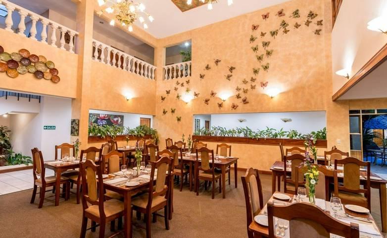 Costa Rica - Hotel Buena Vista - Dining area.jpg