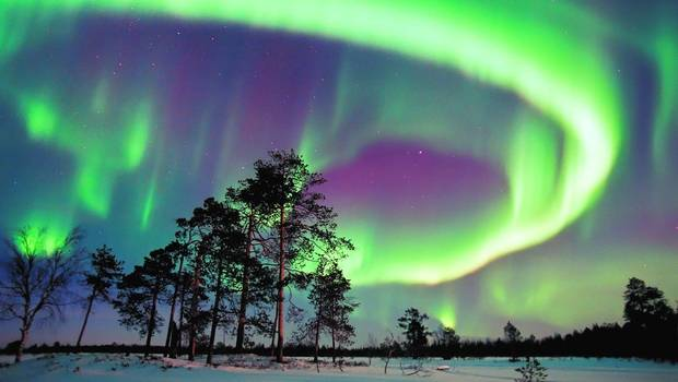 Wilderness Hotel Inari - Auroras by the frozen lake