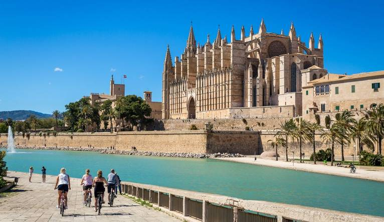 Shutterstock 440587651 Discover Palma City