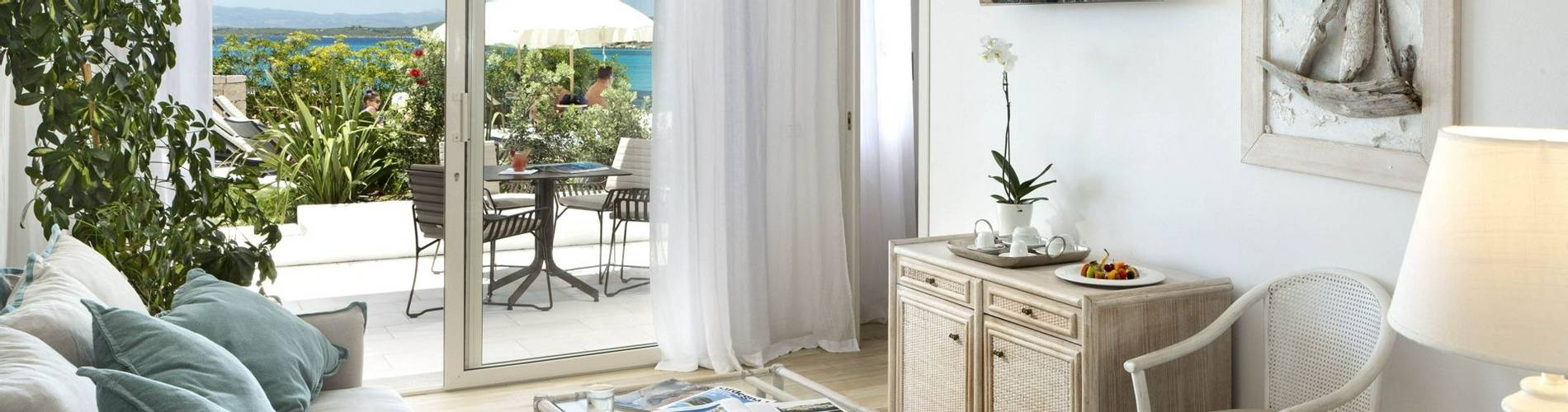 3 Charming Suite - Gabbiano Azzurro Sardegna.jpg