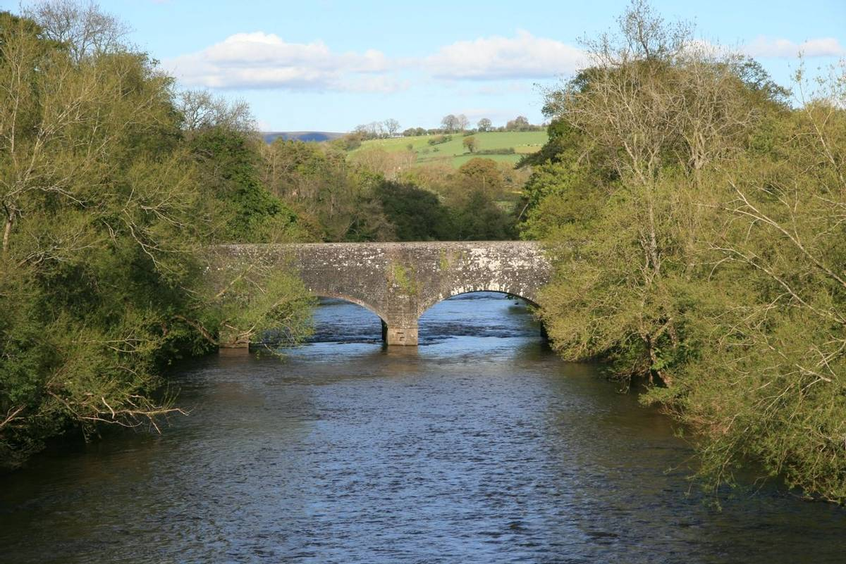 Brynich Aqueduct carrying Brecon Canal over River Usk near Brecon.JPG