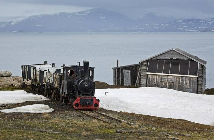 Old mineing train at Ny-Alesund (Robin Couchman)