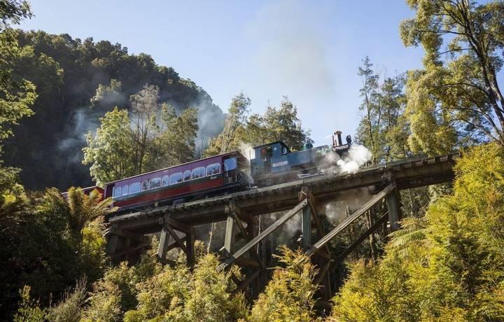 Rack & Gorge Heritage Train 2.jpg