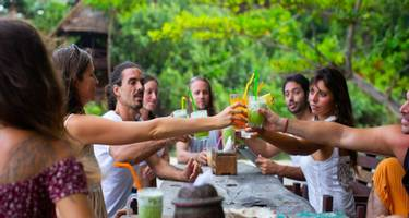 Group Juice Cleanse around table