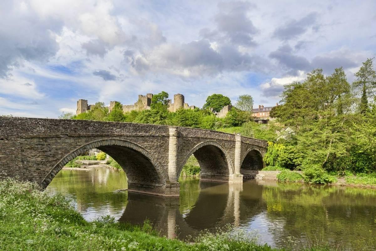Ludlow Castle and the River Teme, Shropshire, Shropshire, England, UK