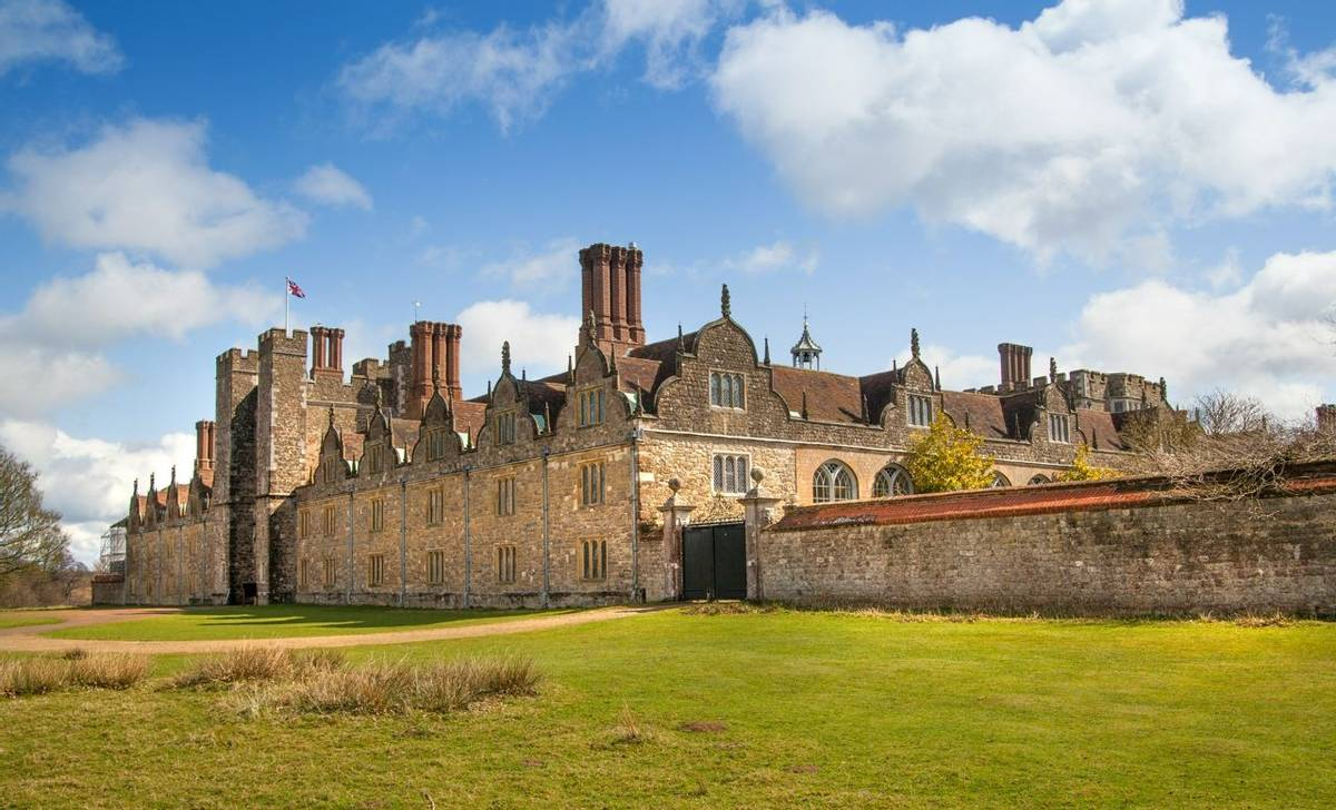 Bloomsbury_Knole_House_AdobeStock_85378095.jpeg
