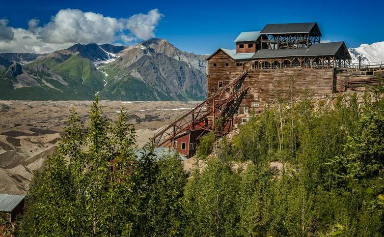 America-Alaska-St. Elias National Park-AdobeStock_100476578.jpeg