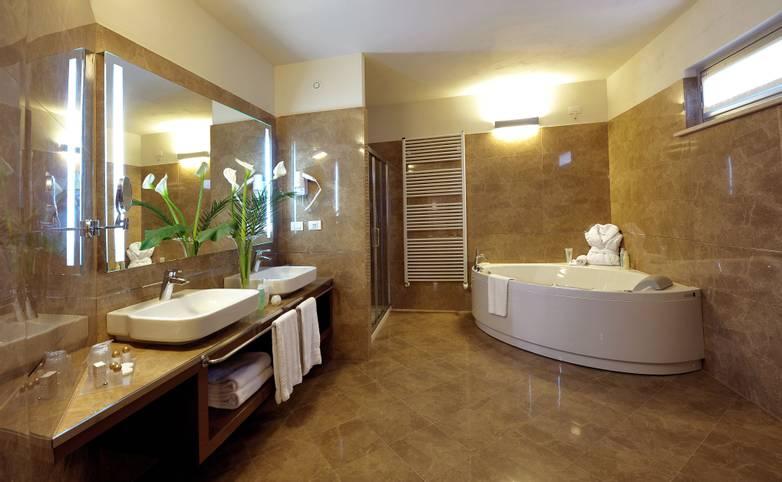 Palazzo San Lorenzo Hotel & Spa - Bagno Romantic suite.jpg