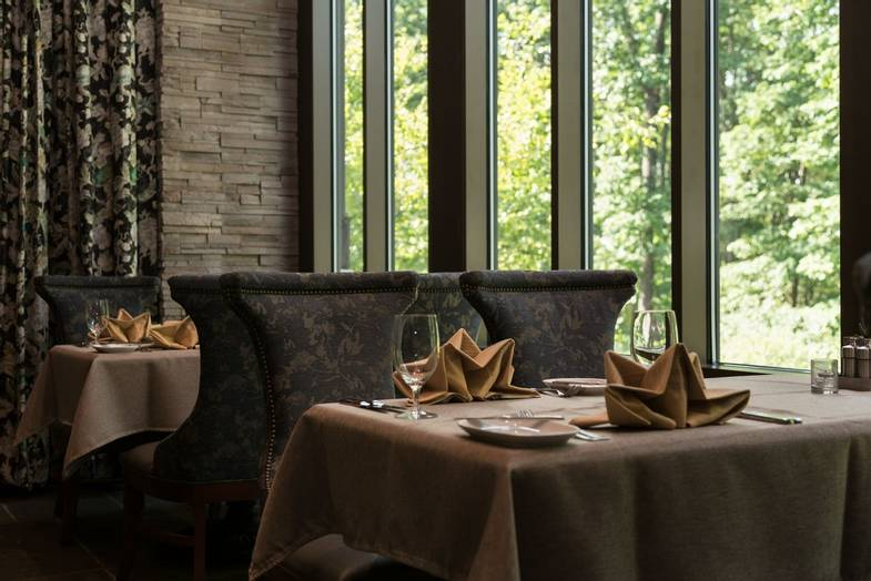 the-lodge-at-woodloch-TREE-restaurant-table.jpg